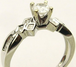 e8077.1 18kt 0.60ct tw ring