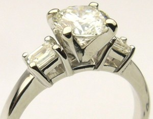 e8284.2 1.35ct. tw eng ring