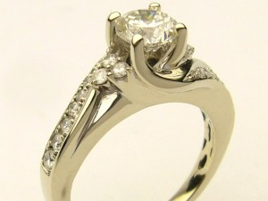 e8602.1 1.02ct tw eng ring