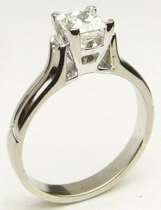 e9191.1 0.70ct. VS2-G princess cut diamond ring