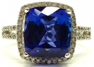 e9258 Tanzanite and diamond ring 18 karat