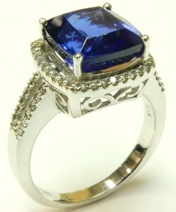 e9258 Tanzanite and diamond ring 18kt.