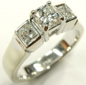 e9362 3 stone custom diamond ring