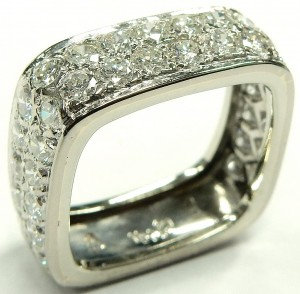 e9372 18kt. square diamond anniversary ring
