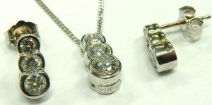 e9694 diamond earrings and pendant