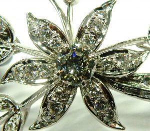 e9719 18 karat white gold diamond brooch floral spray