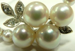 e9726 14 karat white gold pearl and diamond brooch