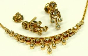 e9759 18-22kt. diamond earrings and necklace Indian
