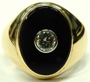 e9776 gents onyx and diamond ring 14 karat yellow gold 001