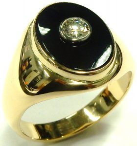 e9776 gents onyx and diamond ring 14 karat yellow gold 002
