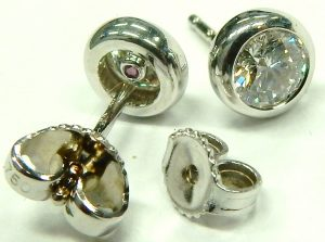 e9870 Roberto Coin diamond stud earrings bezel set 18kt