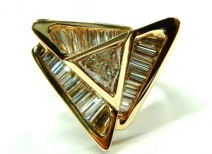 e10204-14kt-1-50ct-tw-triangle-ring-001