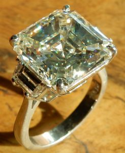 e10208-10-63ct-vs2-m-asscher-cut-platinum-ring-003