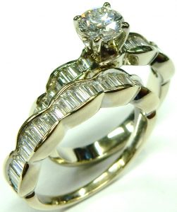 e10255 18kt. baguette and round engagement ring 003