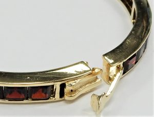Vintage 1970/'s Solid Silver Bracelet One Side Having An Oval Pattern And The Other Having A Cross Shaped Pattern